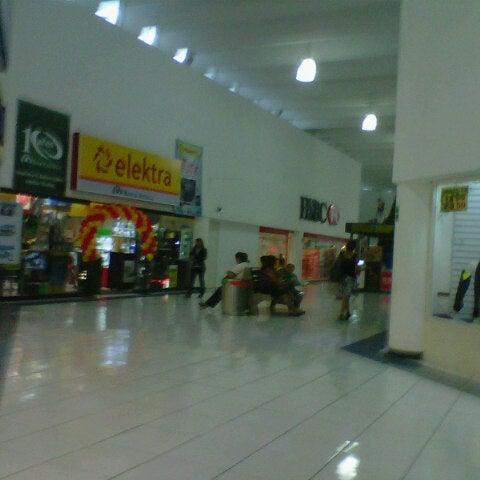 Foto tomada en Plaza Dorada por Cipactli R. el 11/8/2012