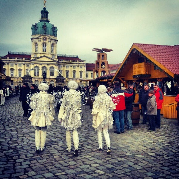 Photo taken at Weihnachtsmarkt vor dem Schloss Charlottenburg by Roldano D. on 12/2/2012