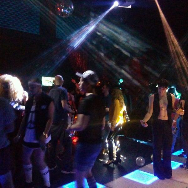 Fotos en dance floor roma sur 20 tips de 1296 visitantes for 1 2 3 4 dance floor