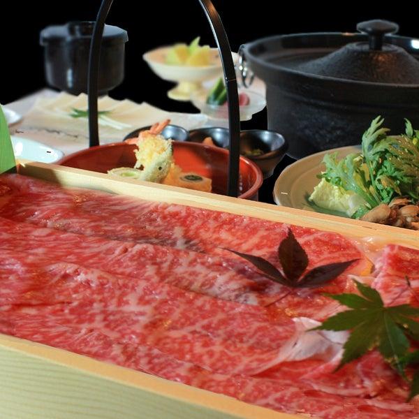 牛肉の最高ランクを表す、  ランクの「仙台特上牛肉」や、 コクと深みのある「黒毛和牛」、 ふくよかな甘みを持った「鹿児島桜島美湯豚」を取り揃えた 日本料理しゃぶしゃぶのお店