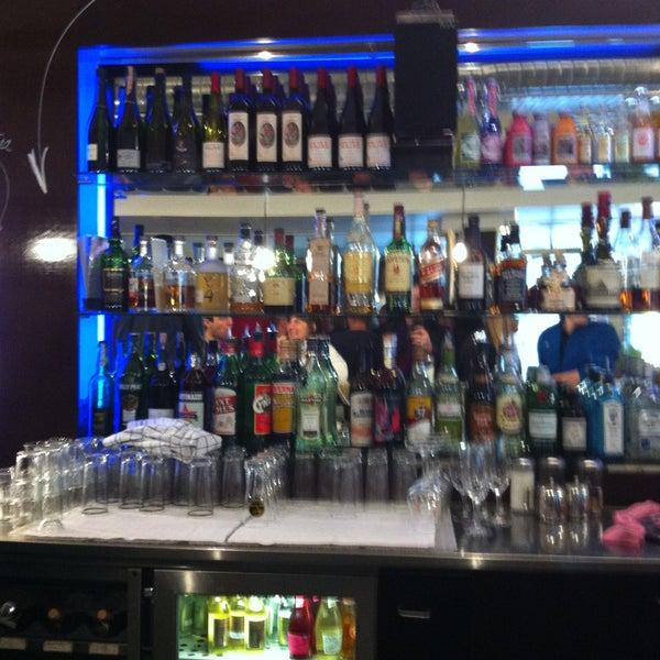 Das Foto wurde bei Adriano's Bar & Café von Martin G. am 4/27/2013 aufgenommen