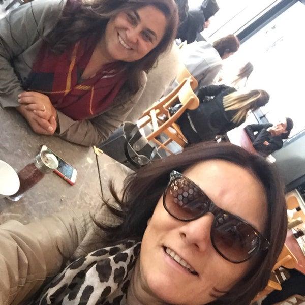 Das Foto wurde bei Lezzet Co. Döner von Güler C. am 10/15/2016 aufgenommen