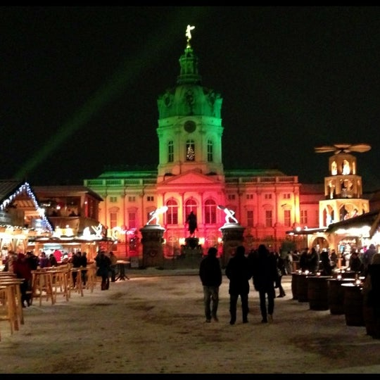 Photo taken at Weihnachtsmarkt vor dem Schloss Charlottenburg by ☀️ Dagger on 12/10/2012