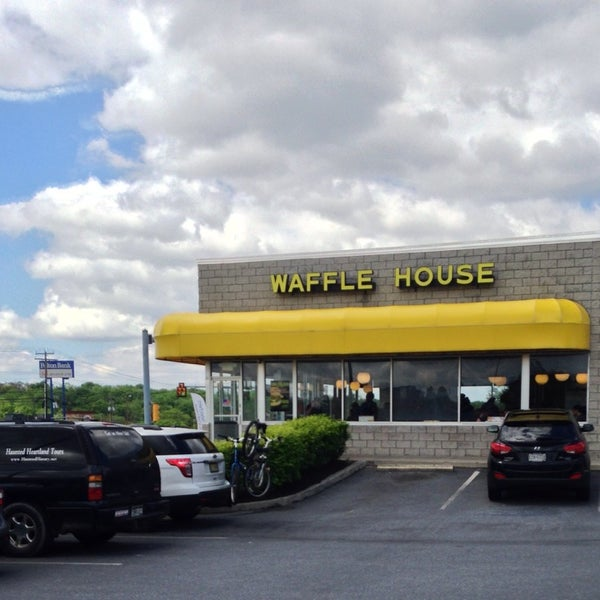 Photo taken at Waffle House by Todd 1. on 5/24/2014