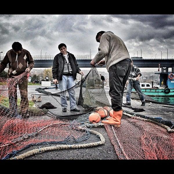 10/13/2012 tarihinde Betulziyaretçi tarafından Cibalikapı Balıkçısı'de çekilen fotoğraf