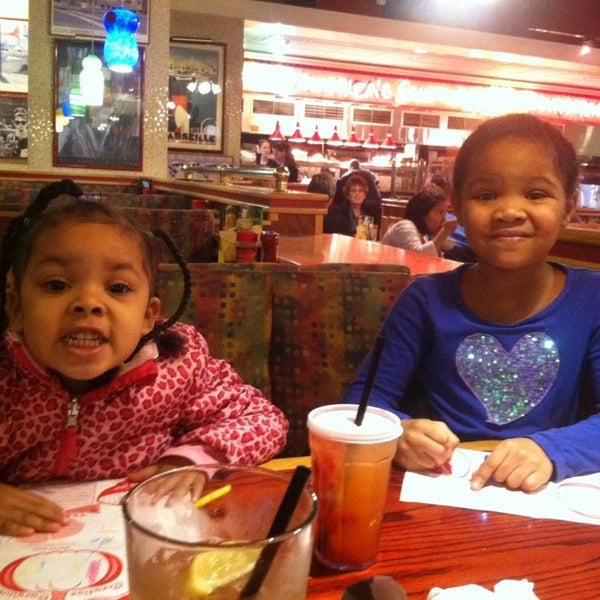 Photo taken at Red Robin Gourmet Burgers by Brody W. on 11/27/2013