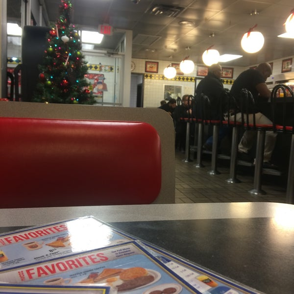 Photo taken at Waffle House by Frank W. on 12/5/2015