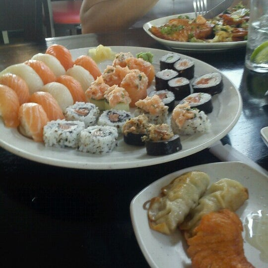 Photo taken at Manzoku by Marcelo A. on 10/10/2012