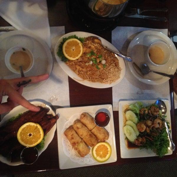 รูปภาพถ่ายที่ Thai Original BBQ & Restaurant โดย J E. เมื่อ 8/28/2016
