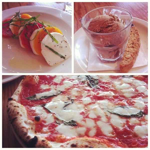 Photo prise au Pizzeria Libretto par Stella Y. le2/22/2013