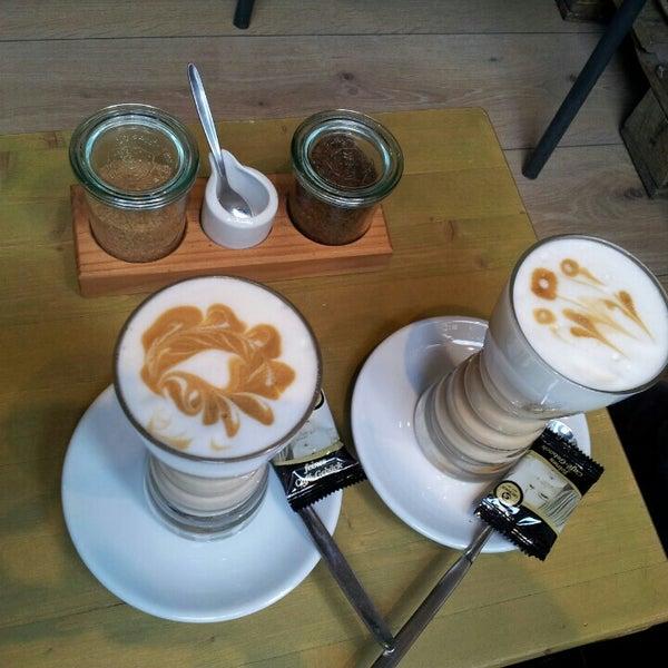 Das Foto wurde bei Die Kaffee Privatrösterei von Péter V. am 10/19/2015 aufgenommen