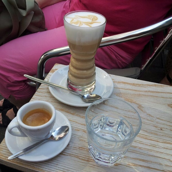 Das Foto wurde bei Die Kaffee Privatrösterei von Péter V. am 8/21/2015 aufgenommen