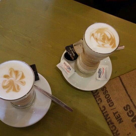 Das Foto wurde bei Die Kaffee Privatrösterei von Péter V. am 3/15/2016 aufgenommen