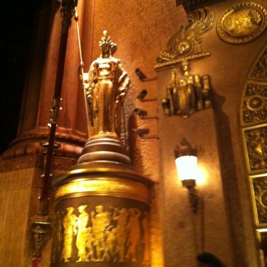 รูปภาพถ่ายที่ Beacon Theatre โดย Dana I. เมื่อ 10/27/2012
