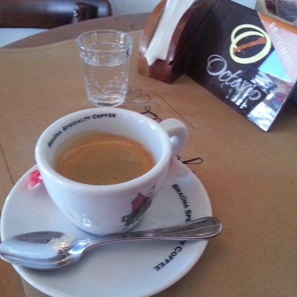 Foto tirada no(a) Florbela Café por Luiz Felipe A. em 9/21/2013