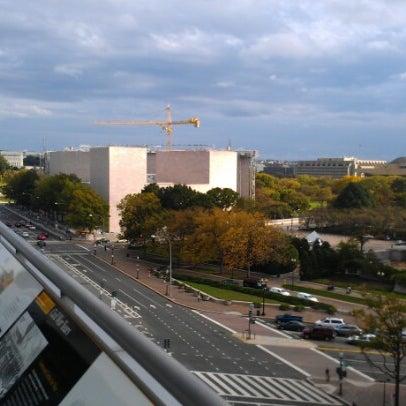 Foto tirada no(a) Newseum por Dan R. em 10/15/2012