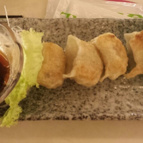 Photo taken at Sakae Sushi by Belle I. on 3/1/2014