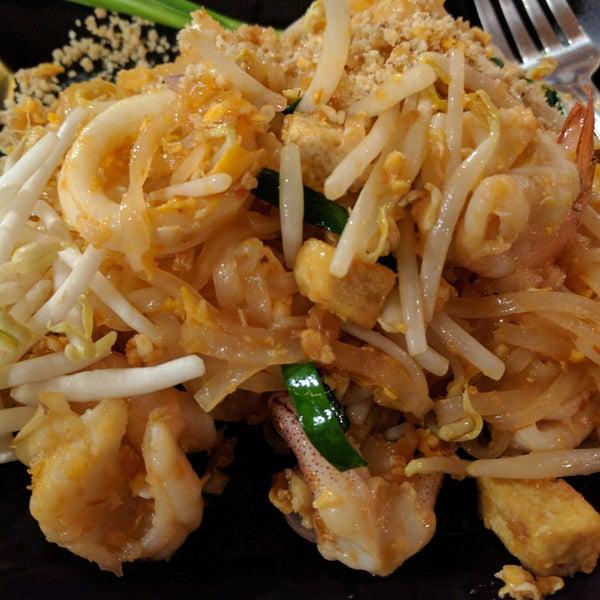 Снимок сделан в Tanta's Thai Restaurant пользователем Brief E. 12/26/2016
