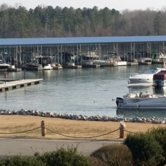 Photo taken at Fish Tales Lakeside Grille by Jerry U. on 3/22/2014