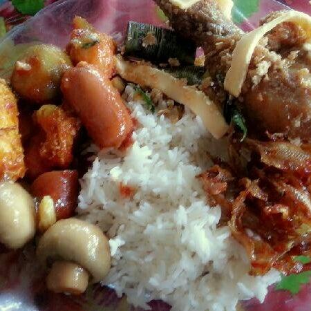 Photo taken at Warung AJA Selera Kampung by Amy Aidil A. on 8/23/2013