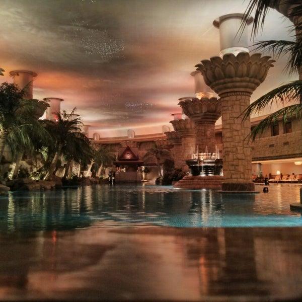 Grand hyatt beijing hotel in beijing for Grand hyatt beijing swimming pool