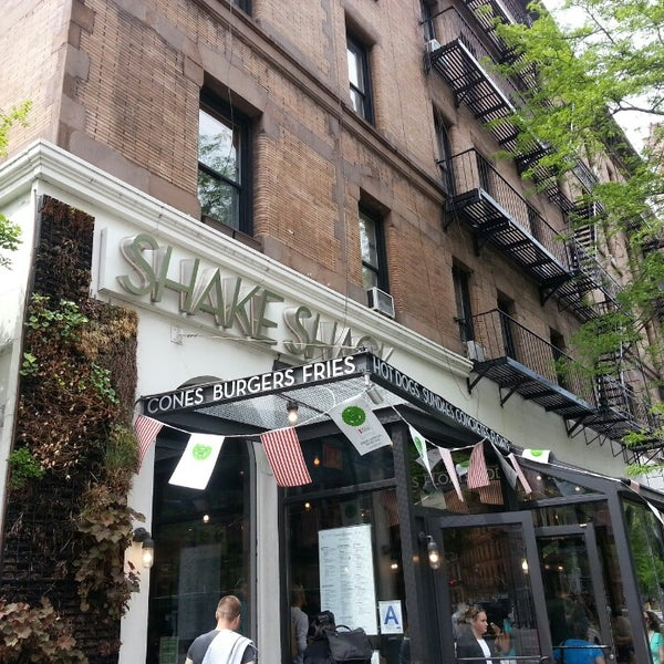 Photo taken at Shake Shack by Diana L. on 5/10/2013