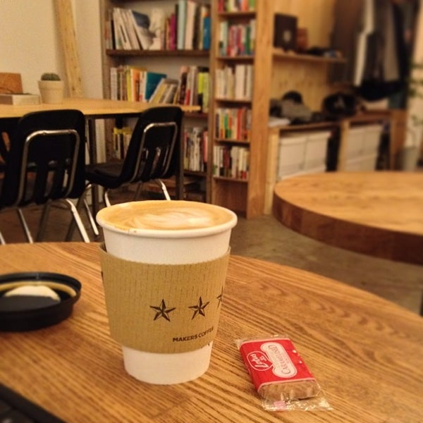 Photo taken at MAKERS COFFEE by つか な. on 2/3/2014