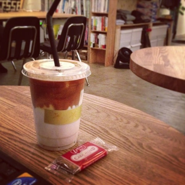 Photo taken at MAKERS COFFEE by つか な. on 10/2/2013