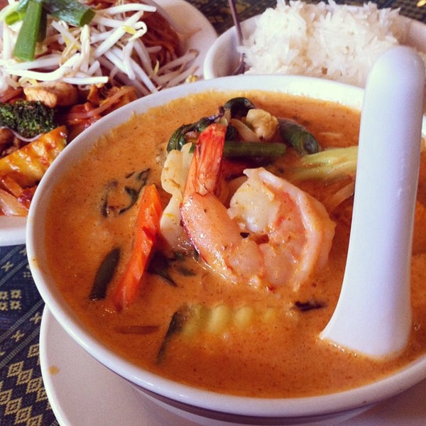 Foto tomada en Naung Mai Thai Kitchen por Kenton W. el 6/10/2013