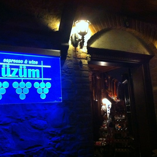 Photo prise au Üzüm Cafe par Stk S. le9/30/2012
