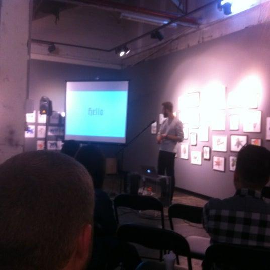 Photo prise au The Compound Interest: Centre for the Applied Arts par Jason S. le12/20/2012