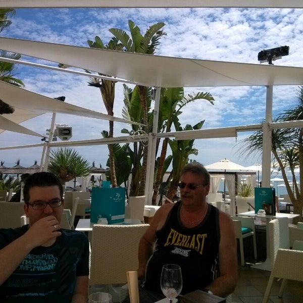 Foto tomada en Playa Miguel Beach Club por Gwen R. el 5/7/2013
