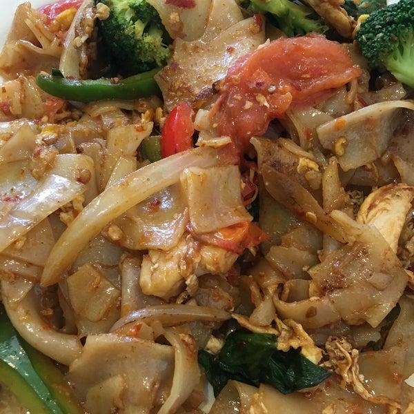 Siam thai cuisine southwest dallas 820 s macarthur for At siam thai cuisine