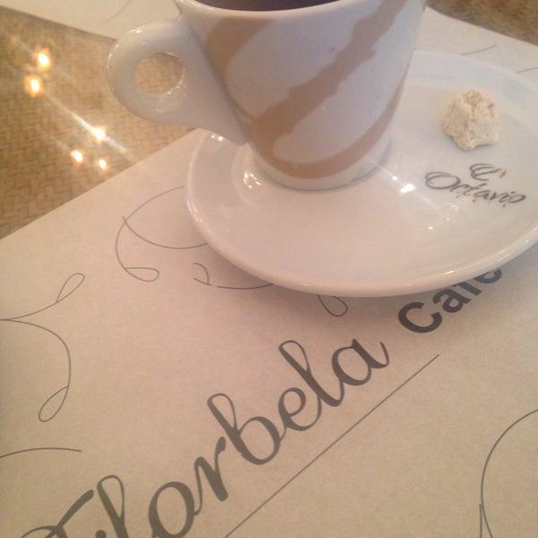 Foto tirada no(a) Florbela Café por Thayse S. em 5/29/2016