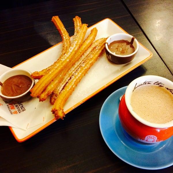 Foto diambil di Chocolateria San Churro oleh deepwhite pada 8/8/2015