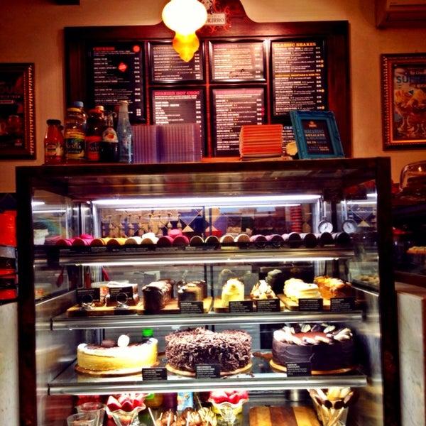 Foto diambil di Chocolateria San Churro oleh deepwhite pada 9/26/2014