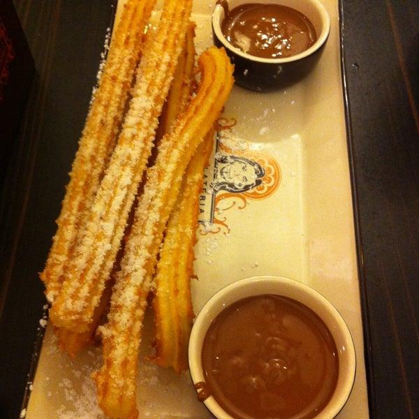 Foto diambil di Chocolateria San Churro oleh deepwhite pada 4/20/2013