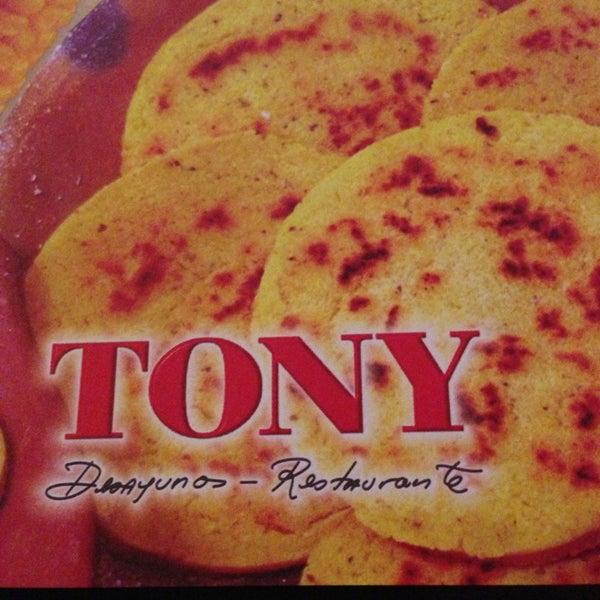 Foto tomada en Restaurante Tony por Lina Eugenia V. el 1/1/2013