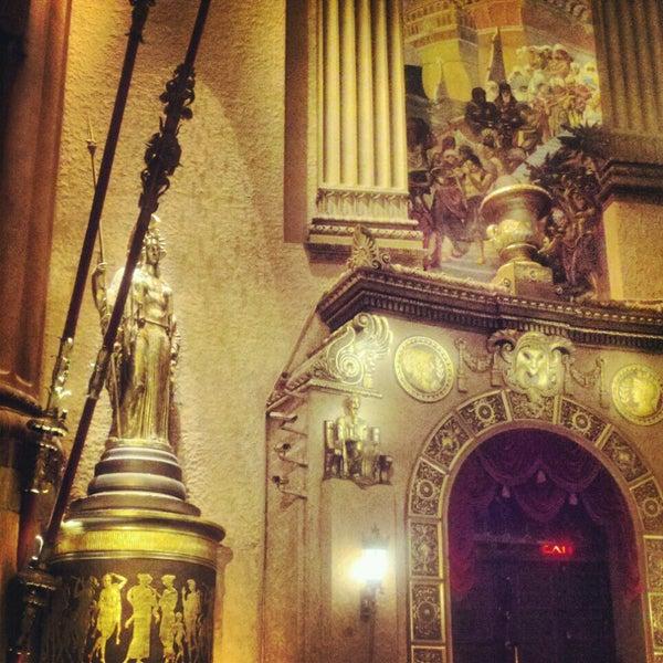 รูปภาพถ่ายที่ Beacon Theatre โดย Jesus C. เมื่อ 2/21/2013