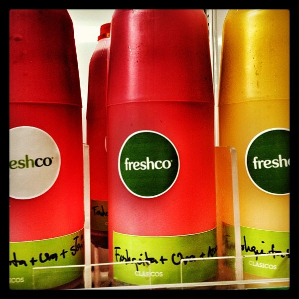 Photo taken at Freshco Bar Orgánico by Carlos L. on 3/13/2013