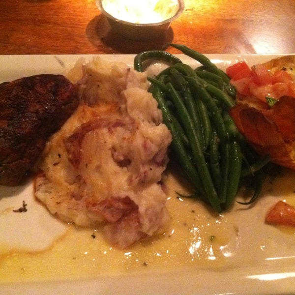Photo taken at Pappadeaux Seafood Kitchen by Diana T. on 1/13/2013