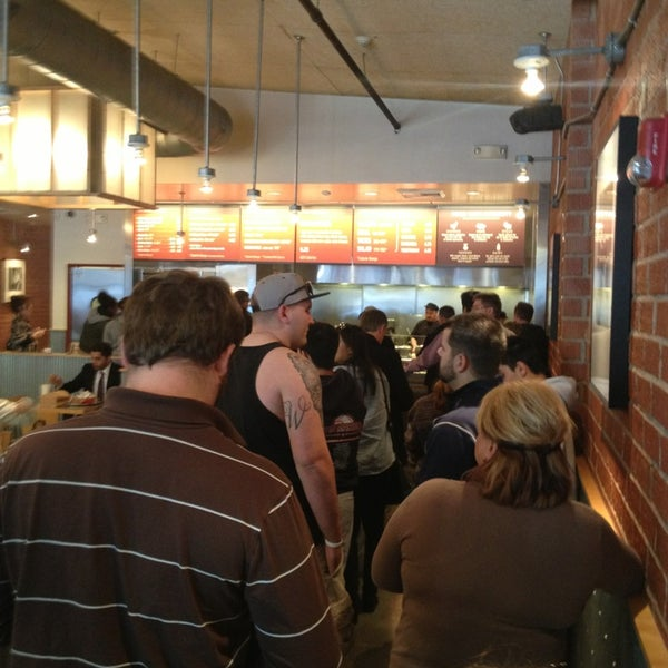 Photo taken at Chipotle Mexican Grill by Ramiro R. on 1/15/2013