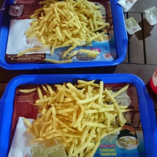 Photo taken at Burger King by Ömer Ç. on 9/27/2015