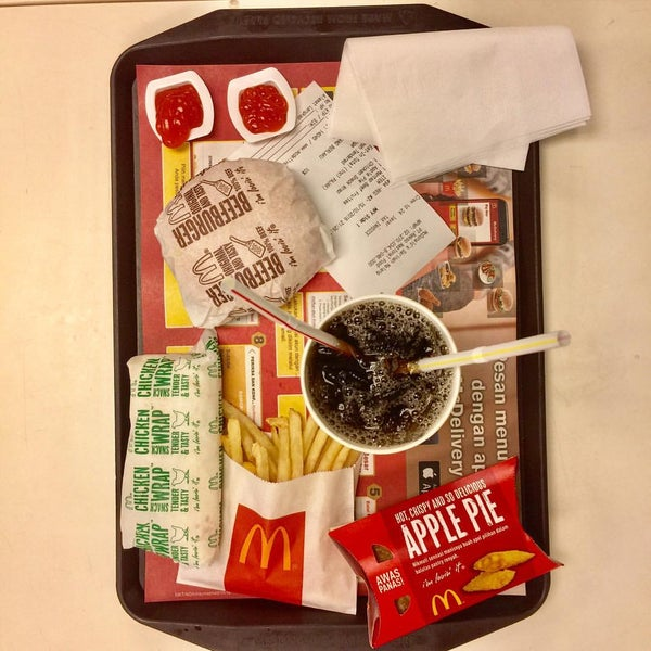 Photo taken at McDonald's by dedey d. on 10/15/2016