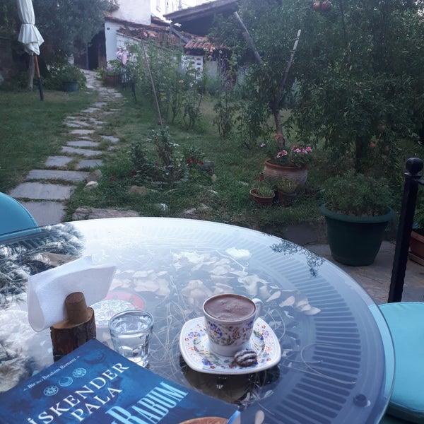 Foto diambil di Üzüm Cafe oleh Hatice G. pada 9/21/2018