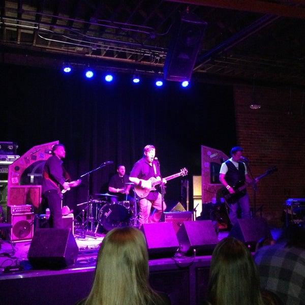 รูปภาพถ่ายที่ Summit Music Hall โดย Andy Rok G. เมื่อ 3/17/2013