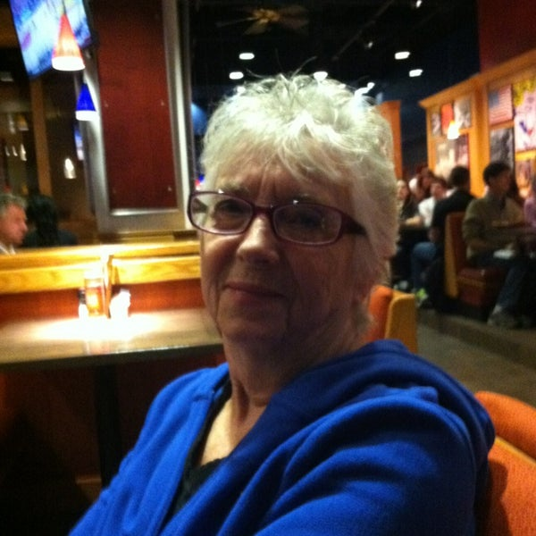 Photo taken at Red Robin Gourmet Burgers by Deb E. on 2/9/2013