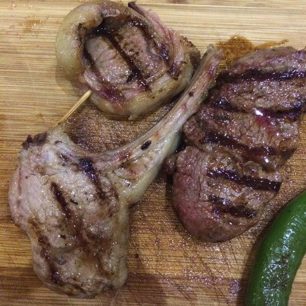 Bir oturuşta 1 kg et yemeden kalkmanız mümkün değil. Protein cenneti. İşinin ehli garsonlar, iyi havalandırma ve güleryüz artı bonuslar 🌟🌟🌟🌟🌟