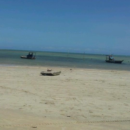 Foto tirada no(a) Praia de Paripueira por Rachel C. em 11/3/2012