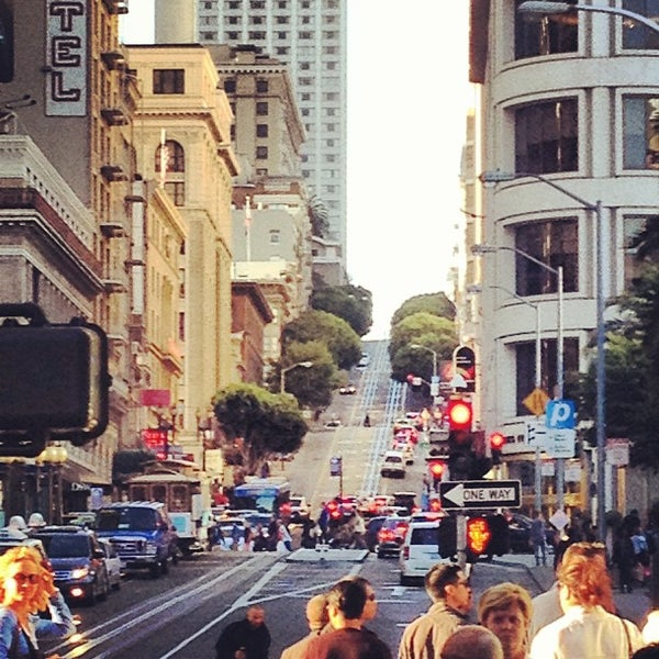 Photo taken at San Francisco Marriott Marquis by Alberto L. on 12/19/2012